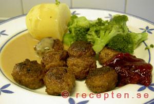Köttbullar, sås och potatis.