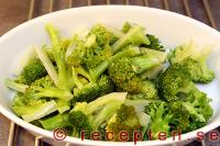 kokt broccoli i ugnsform