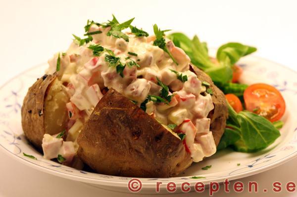 bakad potatis med röra