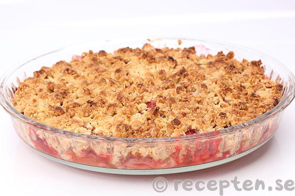 recept rabarber och jordgubbspaj