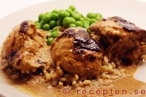 kycklingen serverad med grönsaker