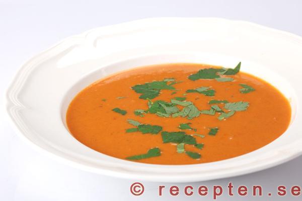 krämig tomatsoppa på färska tomater