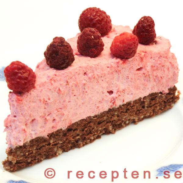 chokladtårta med hallonmousse recept