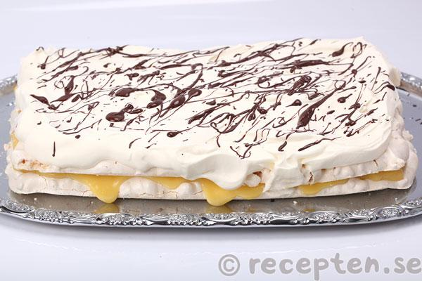 rice crisp tårta med chokladkräm