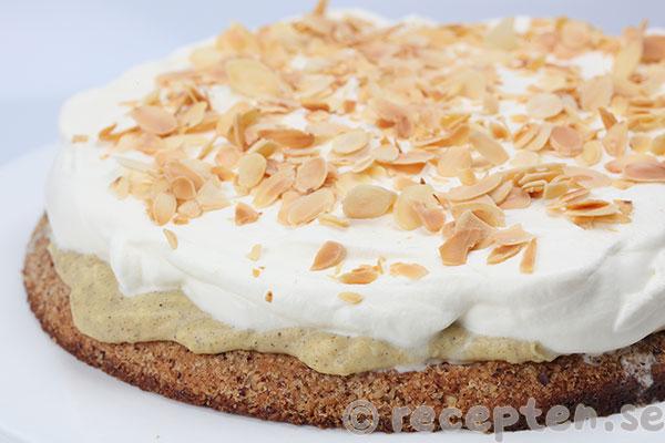 Nytt recept: Nöttårta med vaniljkräm