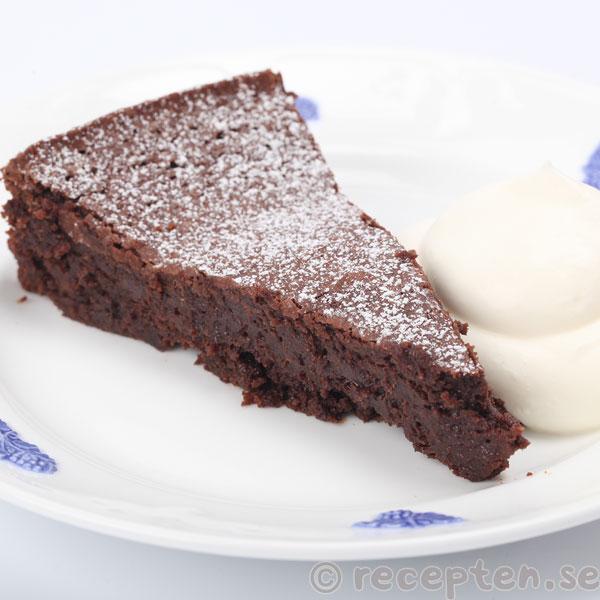 kladdkaka med mörk choklad och kakao