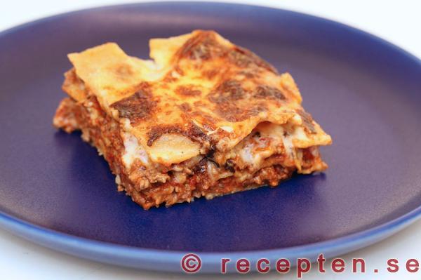 lasagne ostsås recept